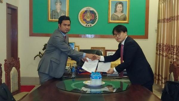 (주)아이티투에스와 캄보디아 공공기관 산하 CHAKRAVAL KAKMONEAKUM LCT 업체 간 양해각서를 체결하다..jpeg